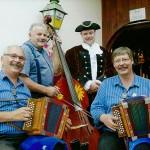 mit Manfred Rösli und Xaver Schuler und Josef Schuler im Alpstubli, Stoos