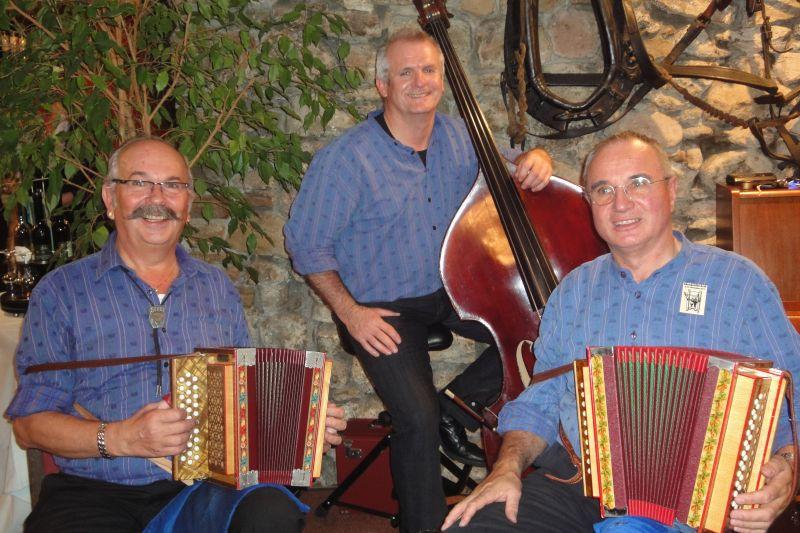 mit Johann Buchli und Ruedi Zurfluh am Bass