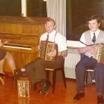 mit Onkel Seebi und Rita Marty am Klavier, Hotel Aesch, Walchwil 1975